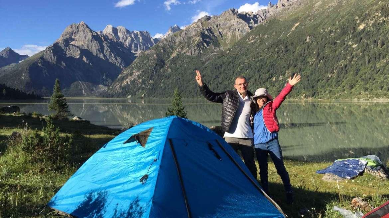 Journey beyond the horizon- Krasen and Ying Ying at Yilhun Lha Tso lake